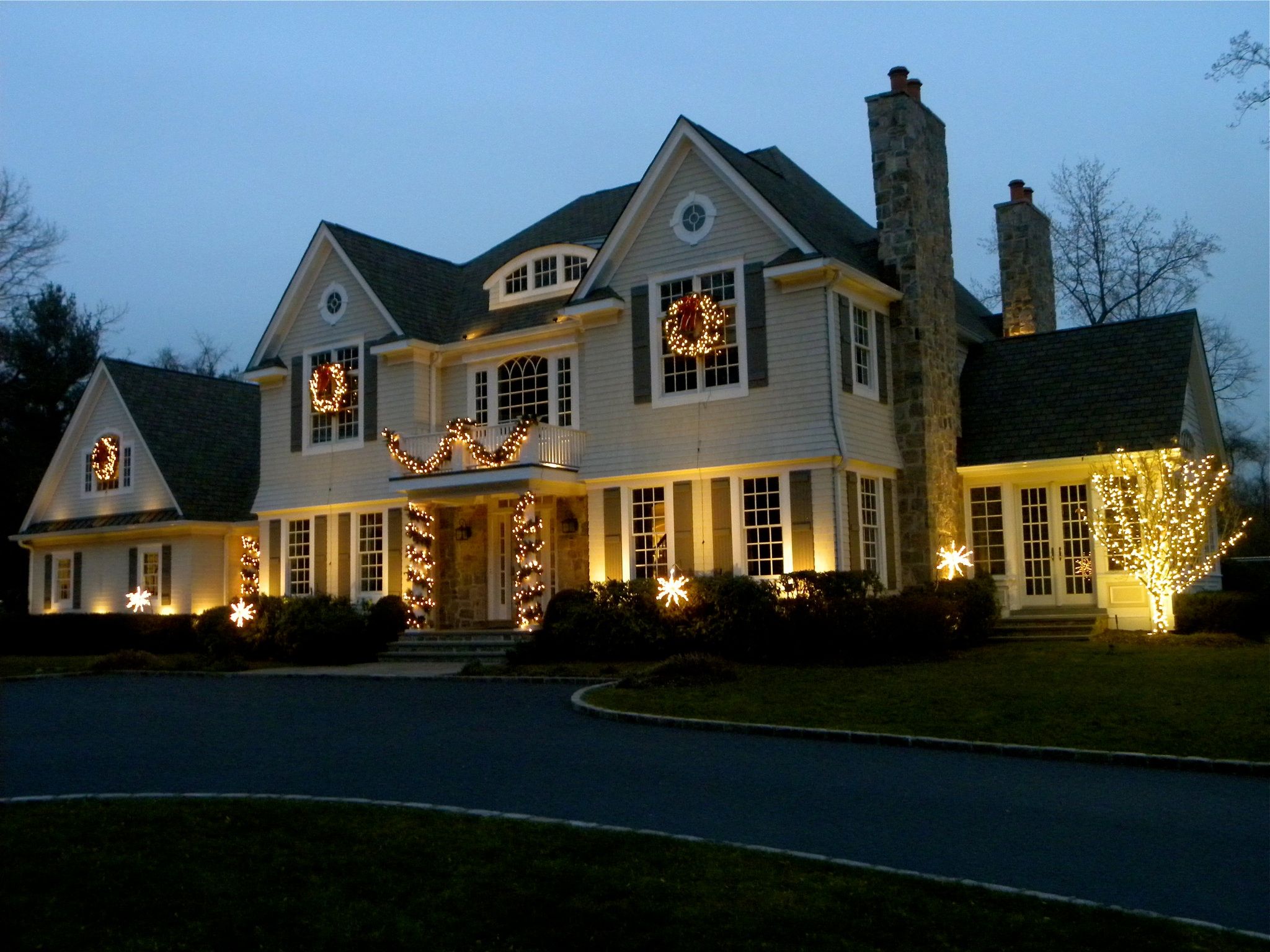 outdoor-holiday-lighting-in-great-falls-virginia