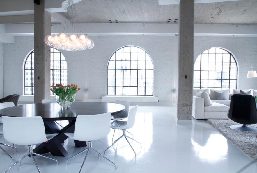 hand-blown-glass-chandelier-decorating