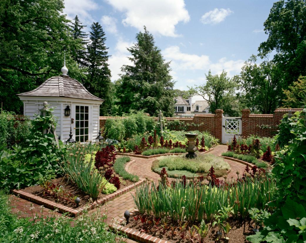 outdoor-garden-decorating-ideas-circular-garden