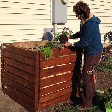 how to build and maintain a compost bin
