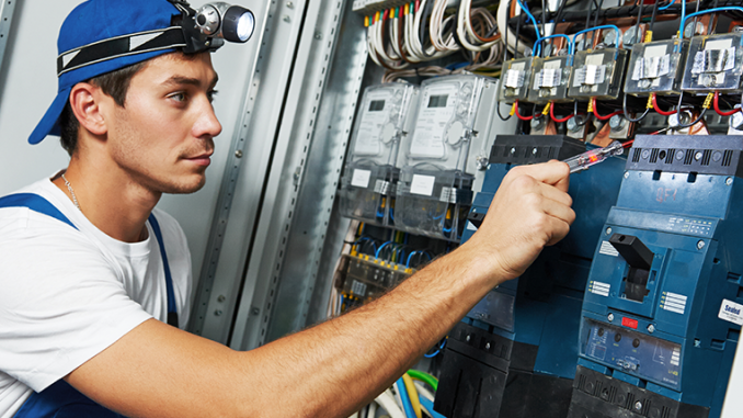5 Signs That You Are In Need Of An Electrician To Help You